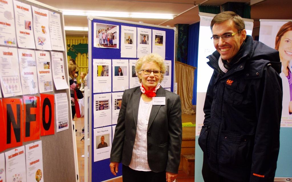 Dr. Ziegler (Vorsitzender des Fördervereins) und G. Volkmann (Schulleiterin der PTA-Schule Nürnberg)